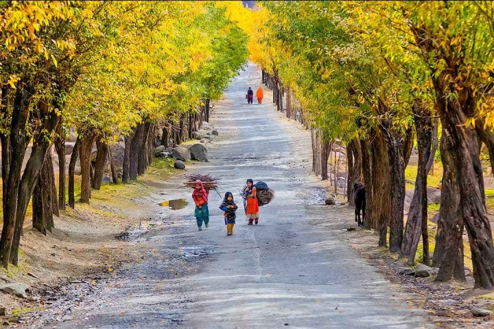 skardu hunza tours with karakoram adventure holidays kahtours.com